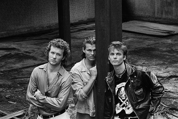 Первый альбом и успех - Hunting High and Low (84-86)