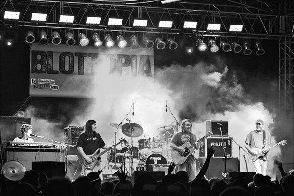 Появление группы Blotto (фото)