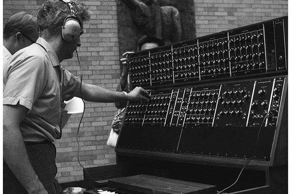 Прорыв в конце 60-х и синтезатор Moog (фото)