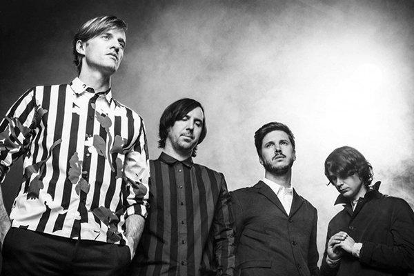 Яркие моменты и дебютные альбомы группы (фото)