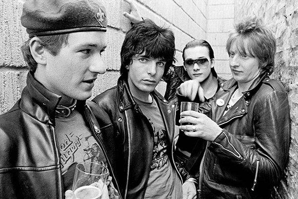 Первый альбом и обретение популярности The Damned (фото)