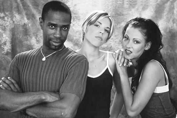 Больше альбомов в конце 90-х (фото)