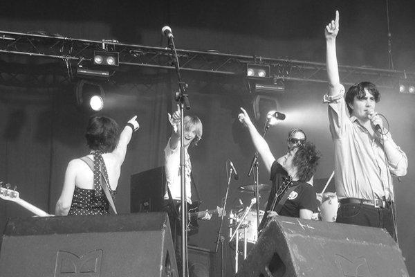 Пик популярности группы Art Brut (фото)