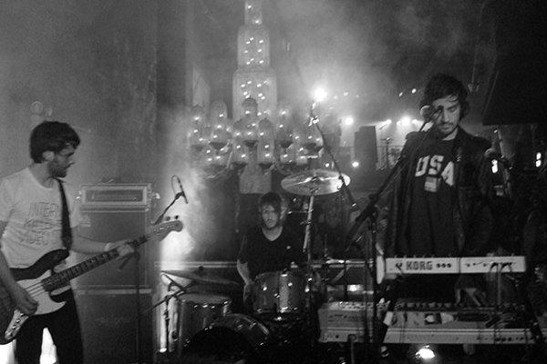 Дебютный альбом, гастрольные туры и рост популярности