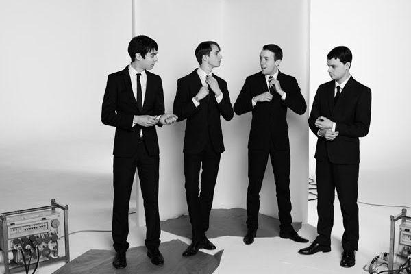 Смена лейбла и дебютный альбом группы